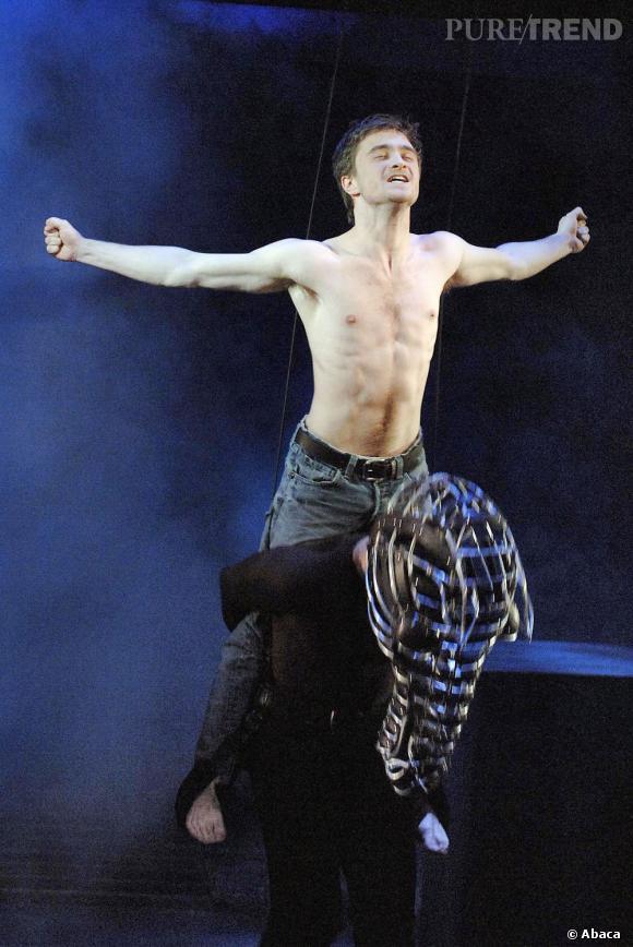 """Dans la pièce de travail """"Equus"""", Daniel Radcliffe dévoile son corps"""
