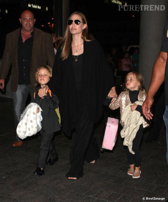 Angelina Jolie et ses enfants à l'aéroport de Los Angeles