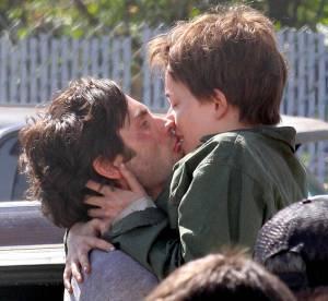Dakota Johnson : baisers fougueux avec Penn Badgley pour Anastasia Steele
