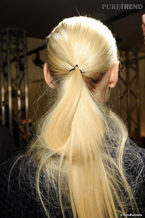 La ponytail doublement nouée   Défilé Shiatzi Chen automne-hiver 2013/2014
