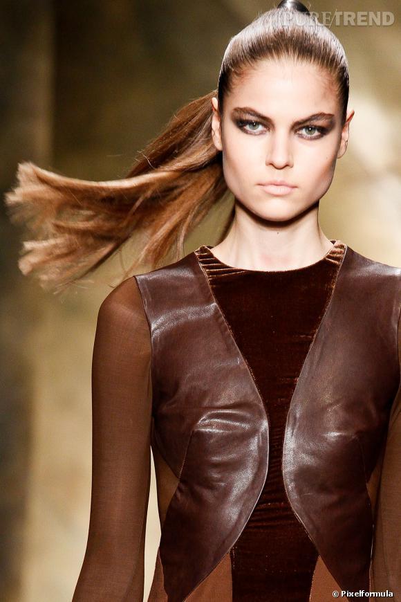 La ponytail façon dominatrix   Défilé Donna Karan automne-hiver 2013/2014