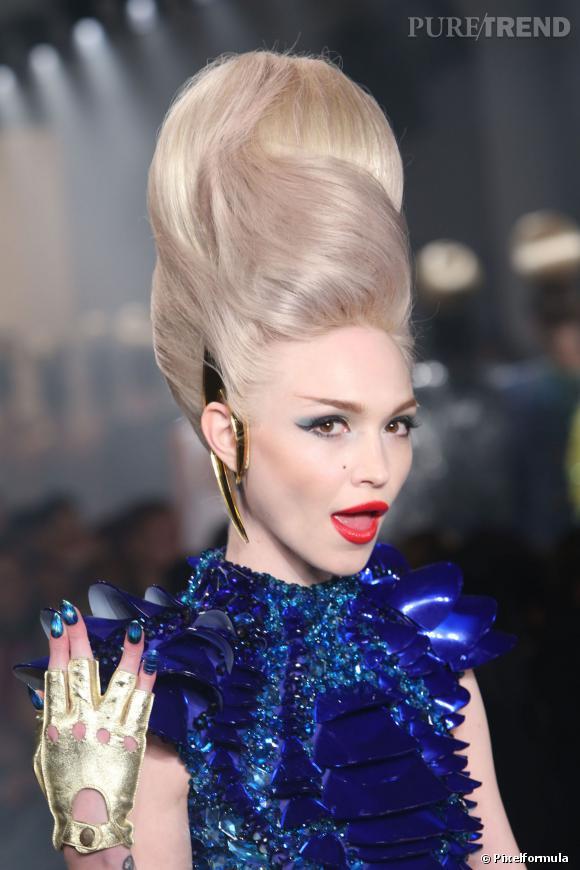 Le chignon Marge Simpson   Défilé The Blonds printemps-été 2014