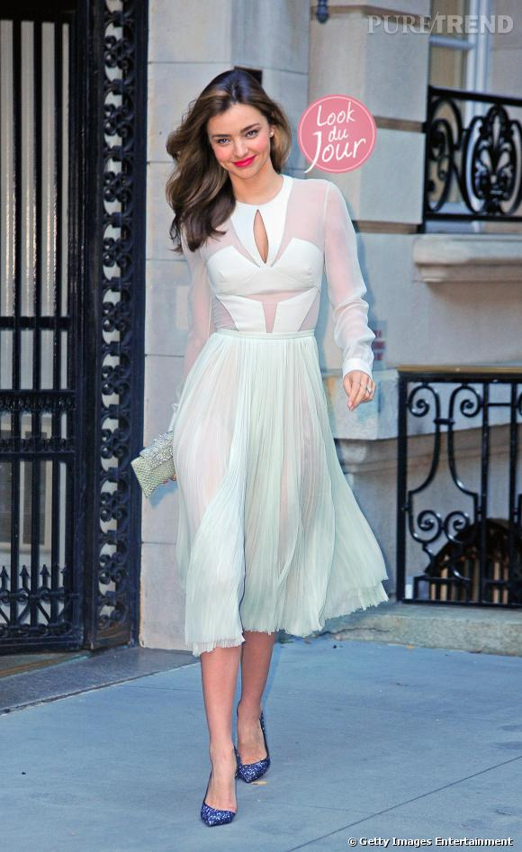 """Miranda Kerr quitte son appartement de New York pour aller à la première de """"Romeo & Juliet"""" à Broadway."""