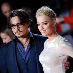 Johnny Depp a offert des boucles d'oreilles en diamants Neil Lane à Amber Heard.