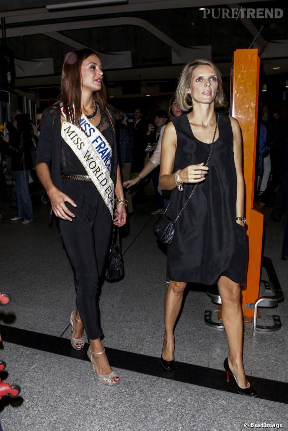 Marine Lorphelin fait sensation dans une combinaison pantalon noire et une paire de sandales talons glitter.