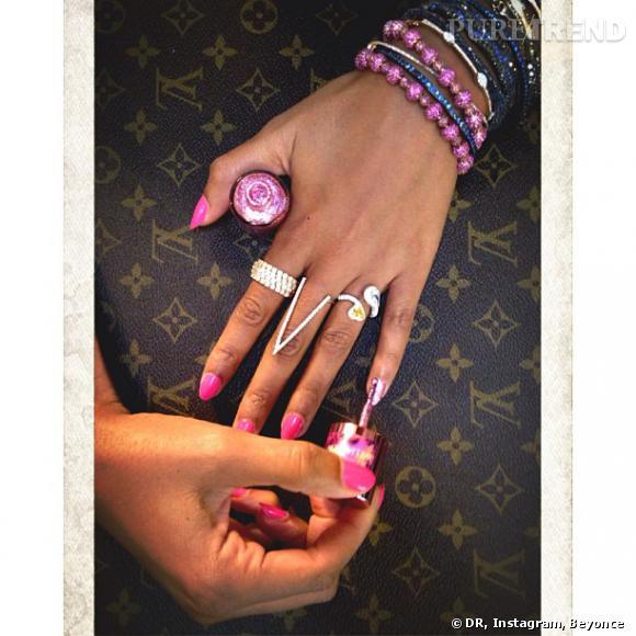 Beyoncé soutient la lutte contre le cancer en optant pour une manucure rose Nails Inc London.