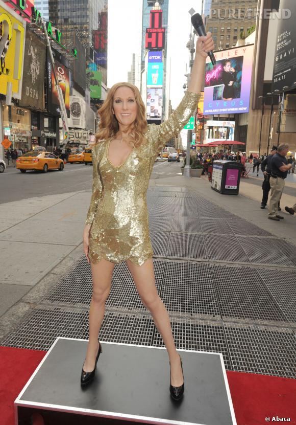 La statue de cire de Céline Dion fait sensation lors de son arrivée à New York.