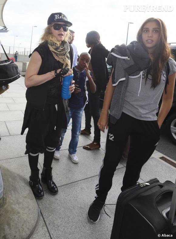 Madonna emmène souvent ses enfants avec elle en déplacement.