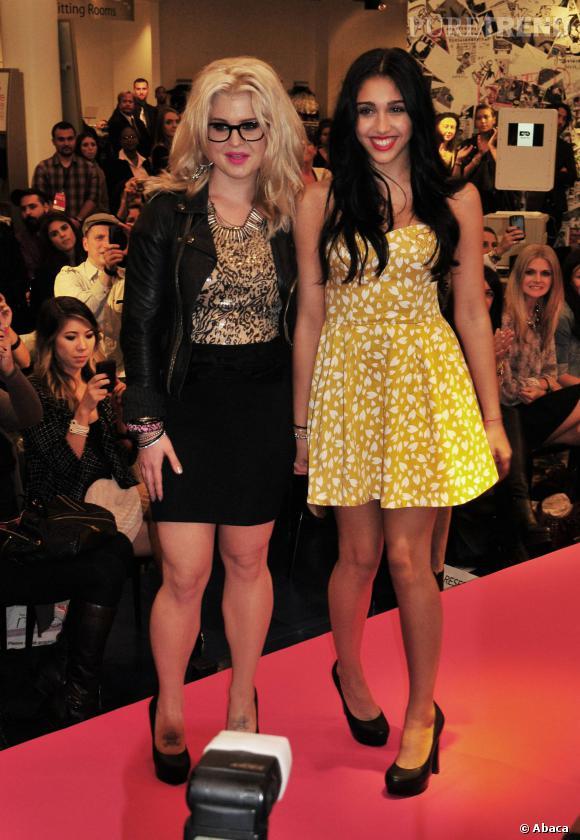 """Lourdes Leon et Kelly Osbourne lors d'un défilé """"Material Girl""""."""