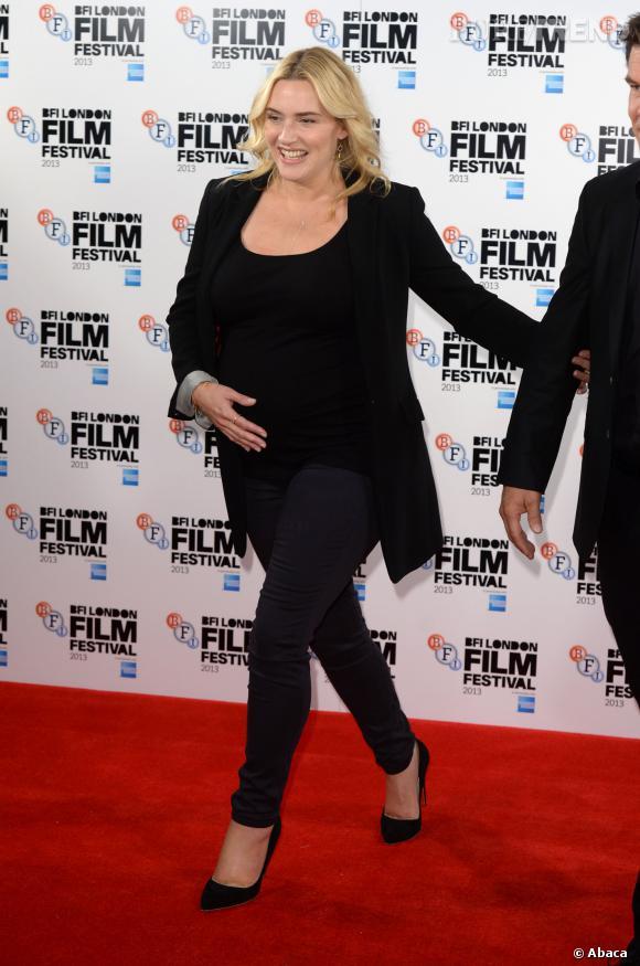 """Kate Winslet mise sur un jean Séraphine lors du photocall de """"Labor Day""""."""