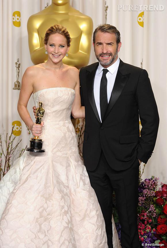 En 2013, Jean Dujardin remet l'oscar de la meilleure actrice à Jennifer Lawrence, affichant une pilosité de plus en plus grisonnante.