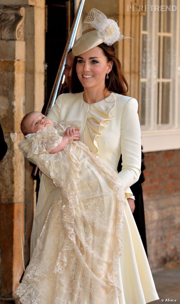 Kate Middleton radieuse en tailleur Alexander McQueen.