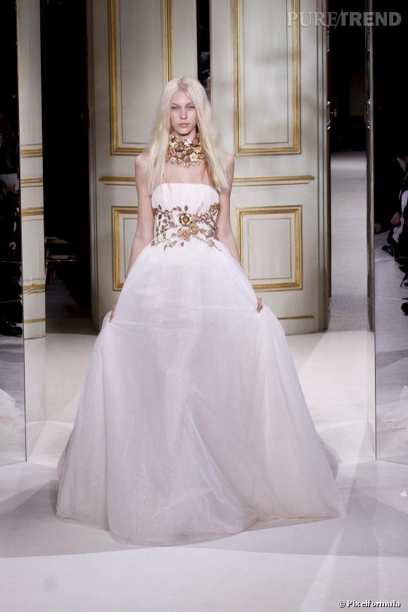 Kim Kardashian, quelle robe pour son mariage ? La marque  Giambattista Valli. Pourquoi  Chic et légèrement bling, une touche qui correspond parfaitement