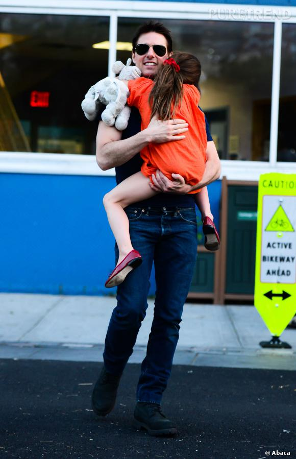On ne voit plus vraiment Tom Cruise avec sa fille Suri, mais il n'en reste pas moins un père célibataire sexy ! Rappelons qu'il a aussi deux enfants adoptés, Isabella et Connor.