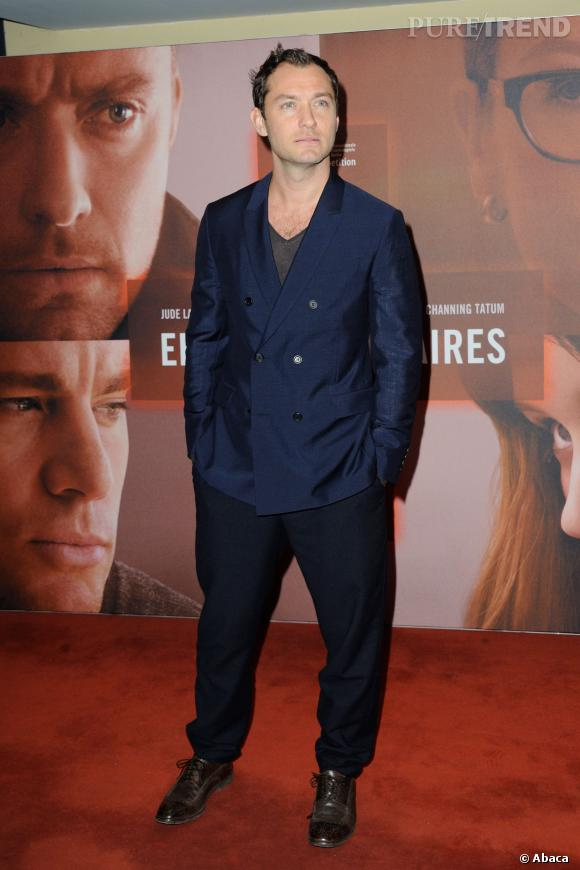 Jude Law a trois enfants de sa relation avec Sadie Frost : Rafferty, Iris et Rudy. Il a aussi eu une fille avec l'actrice Samantha Burke, la petite Sophia.