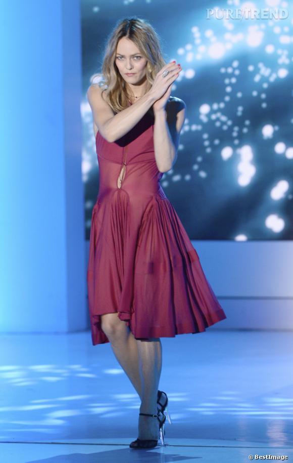 """Vanessa Paradis sur le plateau de l'émission de France 2 """"Vivement Dimanche""""."""