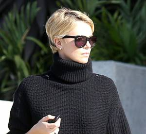 Charlize Theron : panthère noire et sexy en cuir... à shopper !