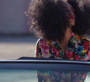 "Solange lookée par Puma dans son clip ""Lovers in the parking lot""."