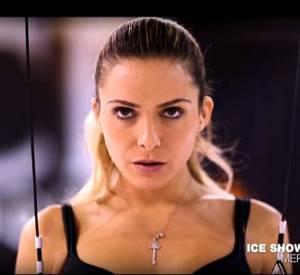 """Clara Morgane et son numéro d'équilibriste pour """"Ice Show""""."""