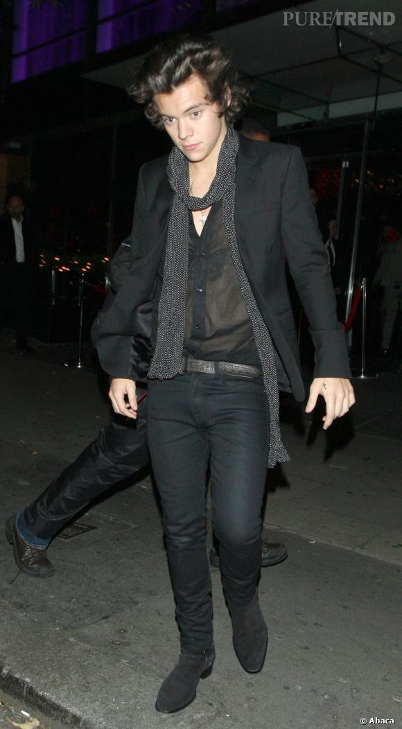 La chemise transparente et ouverte pour une soirée mode, Harry Styles l'ose.