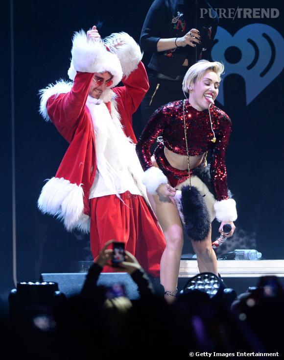 Pendant le Jingle Ball de Los Angeles, Miley Cyrus se frotte contre le Père Noël...