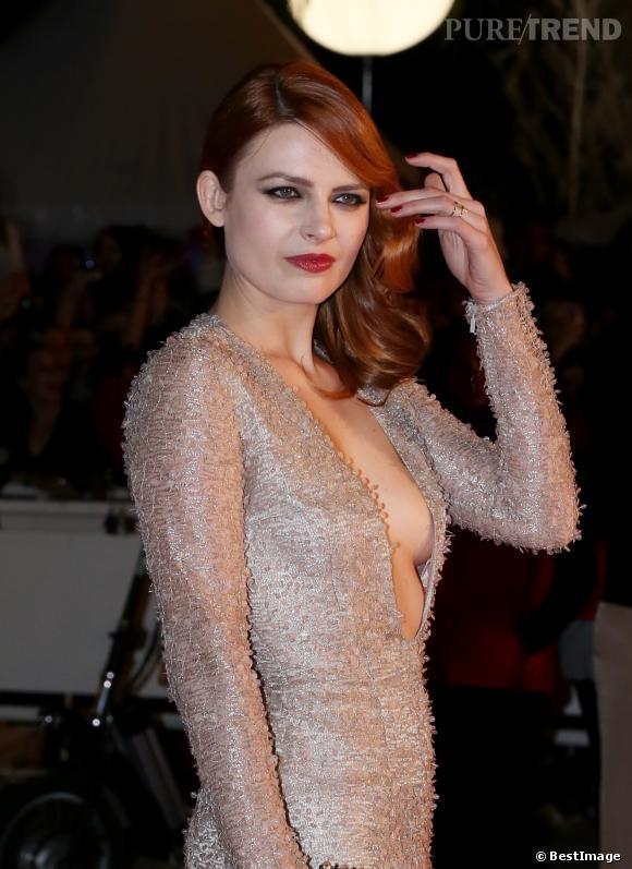 Elodie Frégé, reine du glamour sur le tapis rouge des NRJ Music Awards 2013 à Cannes.