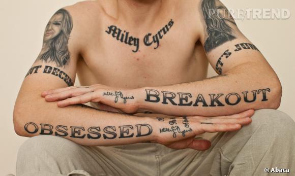 """Carl McCoid et ses tatouages de """"Obsessed"""", flippants ? Mais alors à peine."""