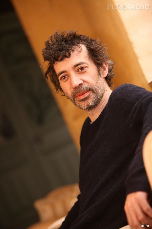 Eric Elmosnino dresse un portrait troublant de Serge Gainsbourg.