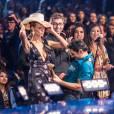 Heidi Klum se lâche durant la cérémonie.