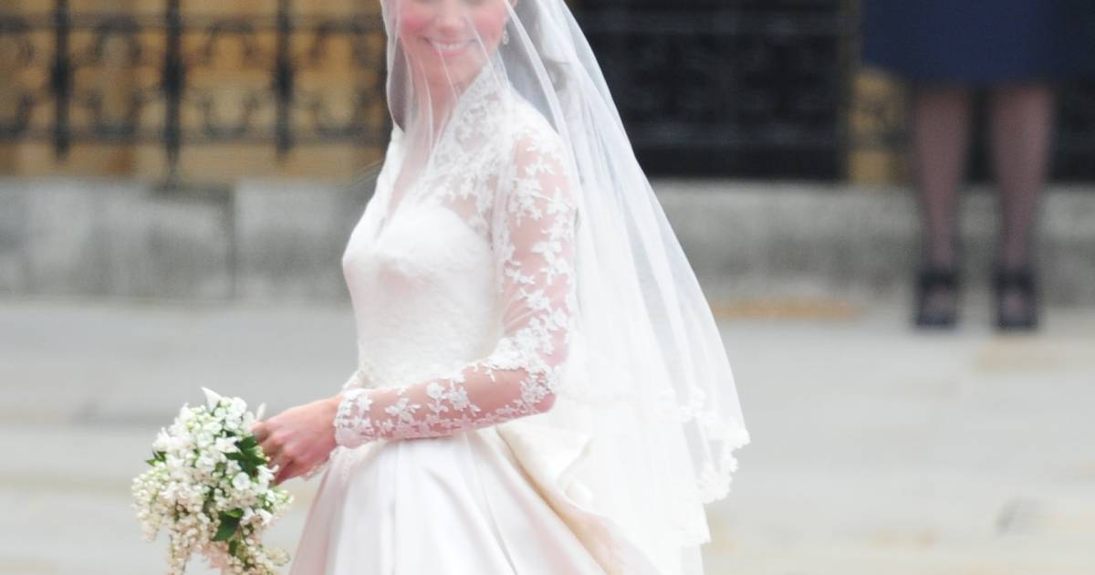 Kate middleton en robe alexander mcqueen lors de son for Alexander mcqueen robe de mariage