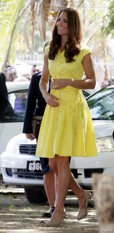 ea1953bea579 En petite robe d'été jaune, Kate Middleton est rayonnante - Puretrend