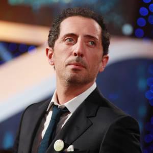 Le congé paternité de Gad Elmaleh vient de se terminer ! L'humoriste a dit au revoir au petit Raphaël pour quelques temps...