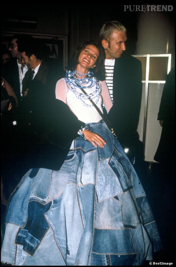 Victoria Abril et une robe impressionnante Elle pose dans
