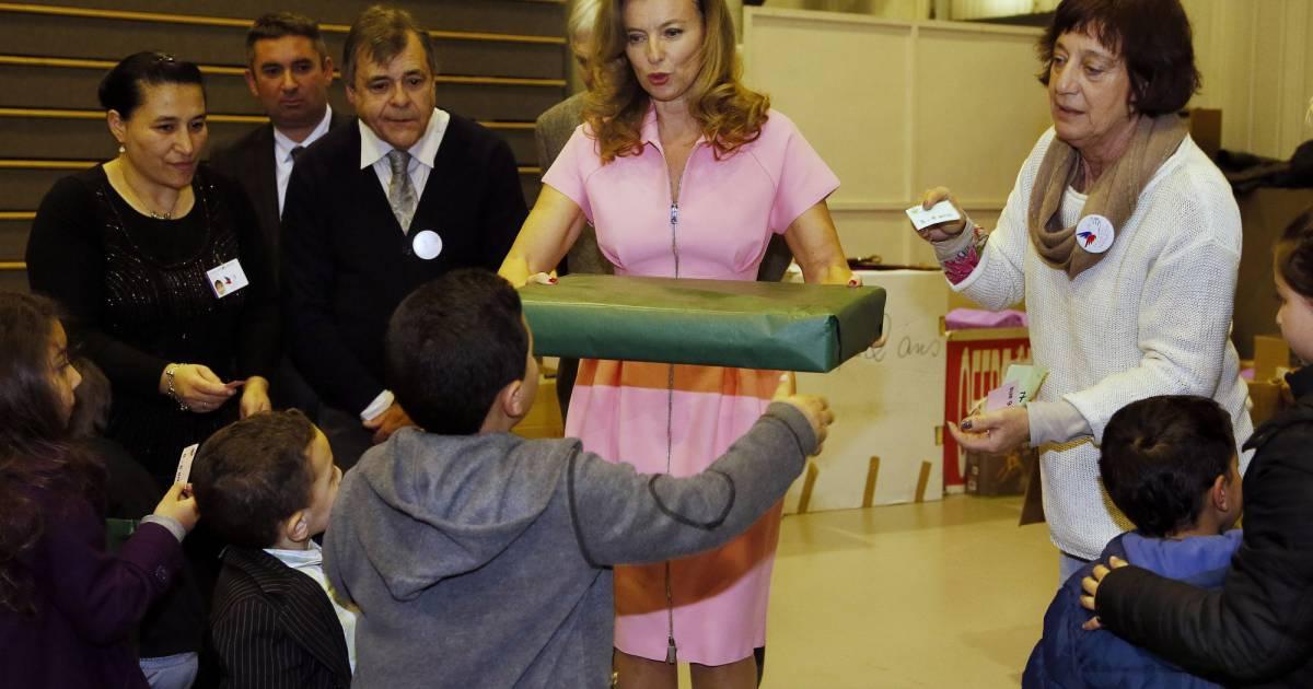 Val rie trierweiler au no l du secours populaire le 21 - Donner des meubles au secours populaire ...