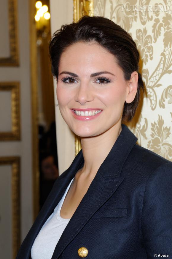 Laetitia Bléger,  Miss France 2004, a passé un Bac ES avant de devenir hôtesse de l'air. Licenciée pour raison économique elle a alors commencé les concours de beauté !
