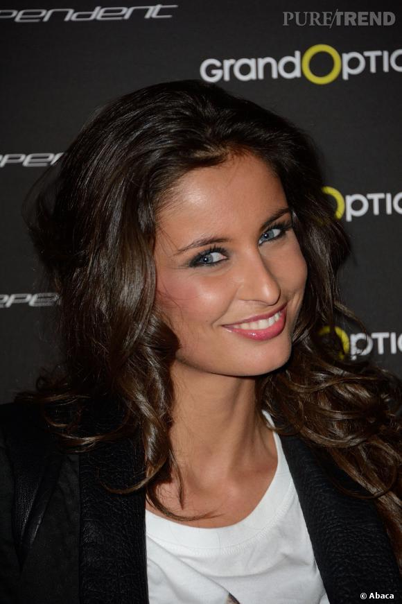 Au moment où elle devient Miss France 2010, Malika Ménard est en 3ème année de droit et souhaite être journaliste. Après son règne elle a obtenu un diplôme en journalisme.