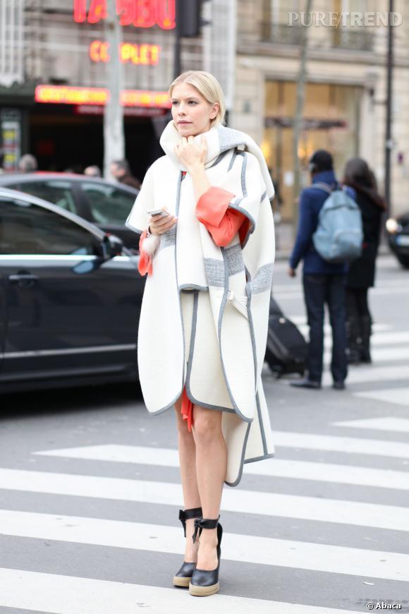 Le manteau couverture, trop chic.