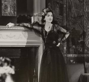 Gabrielle Chanel, reine de la Haute Couture à Paris dans les 1920.