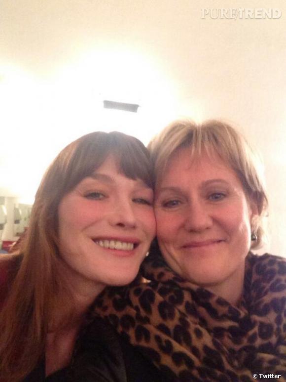 Carla Bruni et Nadine Morano, un selfie entre copines lors du concert à Nancy de la chanteuse le 5 février 2014.