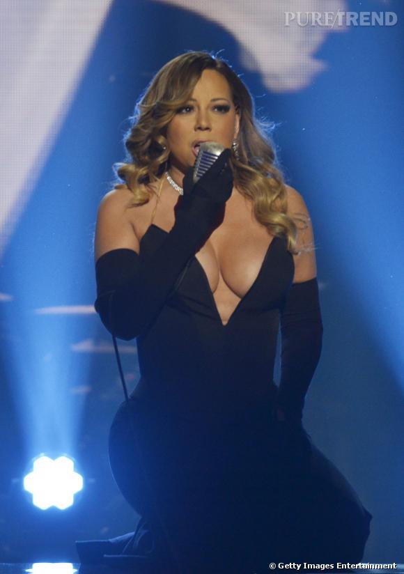 Mariah Carey, attention les seins à l'air pour sa prestation aux BET Honors 2014, le 8 février 2014.