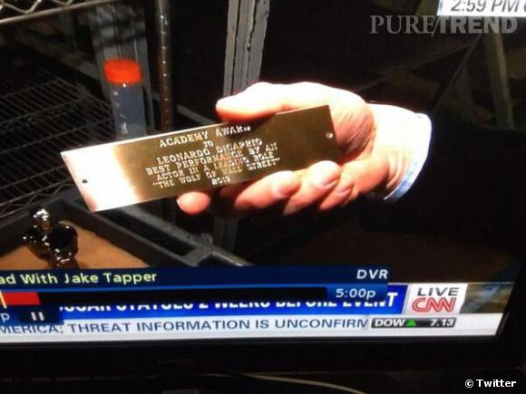 Dans le reportage de CNN, on voit la plaque de Leonardo DiCaprio, sacré meilleur acteur.