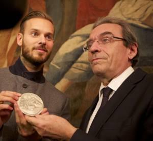 M. Pokora : une médaille d'honneur pour Robin des Bois : séquence émotion !