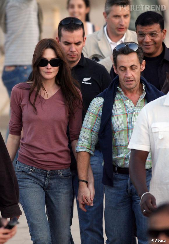 Carla Bruni et Nicolas Sarkozy, main dans la main en Egypte en décembre 2007.