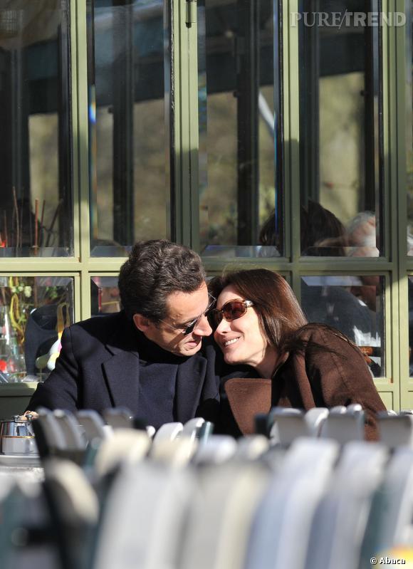 Carla Bruni et Nicolas Sarkozy, un couple puissant et toujours aussi complice qui revient sur l'avant de la scène en 2014.
