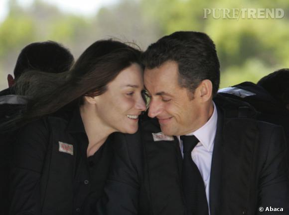 Carla Bruni et Nicolas Sarkozy, regards tendres pour le couple en Afrique du Sud en 2008.