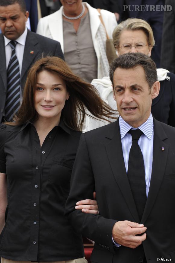 Carla Bruni et Nicolas Sarkozy, chic et casual en Tunisie en 2008.