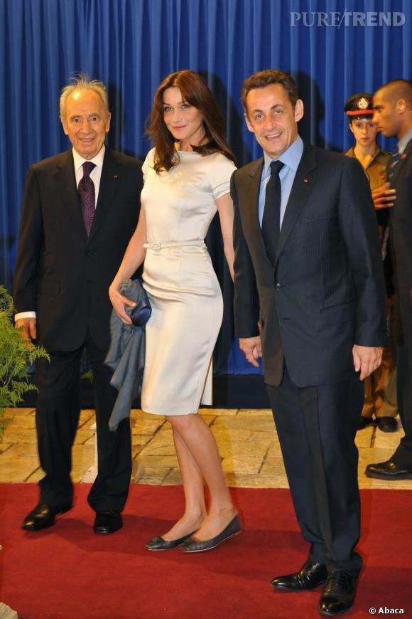 Carla Bruni portant une robe moulante ultra-chic pour sa visite en Israël avec Nicolas Sarkozy.