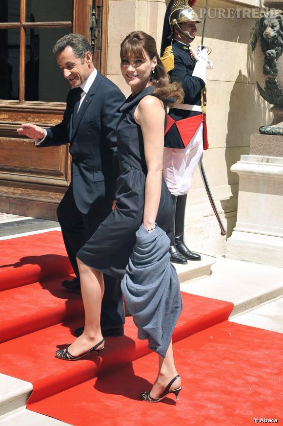Carla Bruni et Nicolas Sarkozy, glamour sur le tapis rouge de l'Elysée.