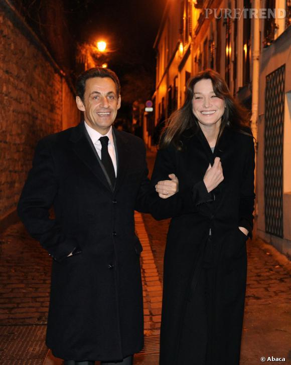 Carla Bruni et Nicolas Sarkozy, un couple glamour et chic dans les rues de Paris en 2009.
