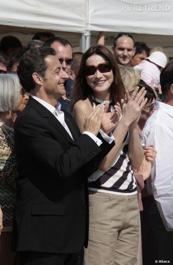 Carla Bruni et Nicolas Sarkozy, un couple aux sourires rayonnants en 2009.